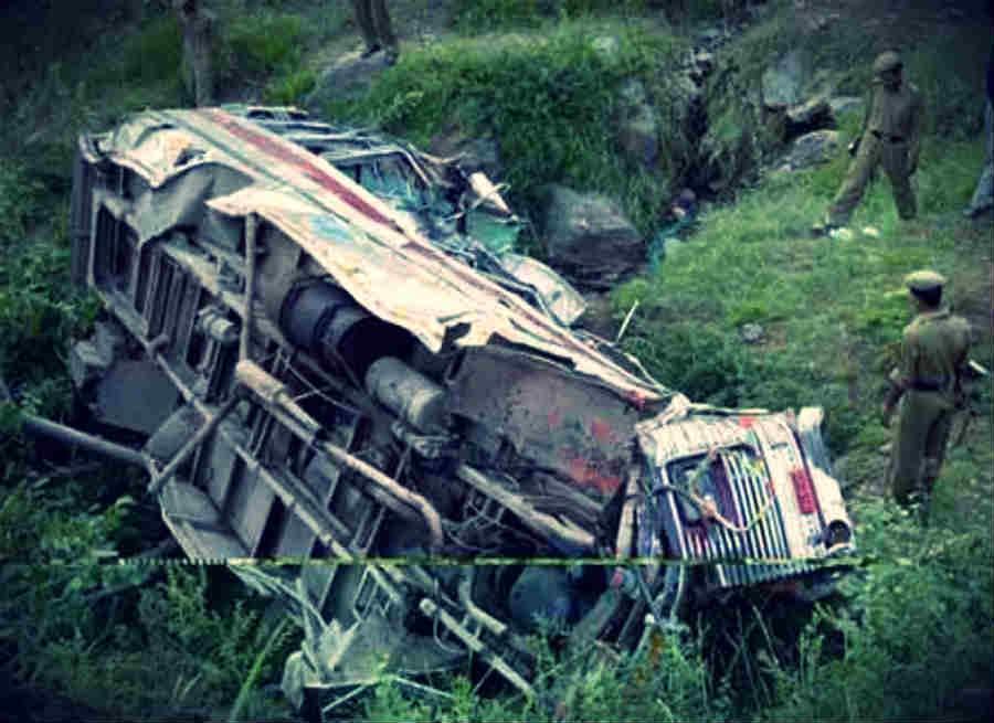 आंध्र प्रदेश: बस व मिनी ट्रक में टक्कर; 15 की मौत व 20 घायल