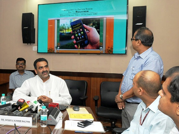 Balyan launches KISAN project and 'Hailstorm' App. to collect real time data about hailstorm occurrences