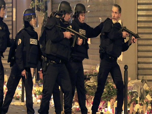 Heavy gunfire as French police in the suburb of Saint Denis; 3 suspected terrorists killed