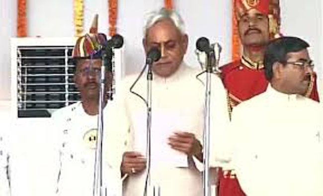 In greatest show of strength Nitish Kumar takes oath as Bihar CM for fifth time