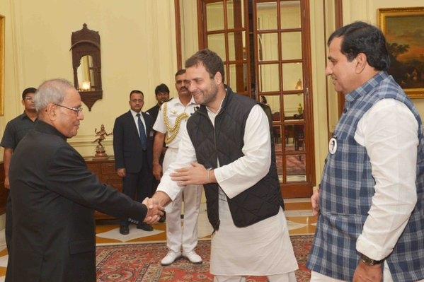 Rahul Gandhi meets Prez Mukherjee, urges to initiate a judicial probe in Faridkot firing