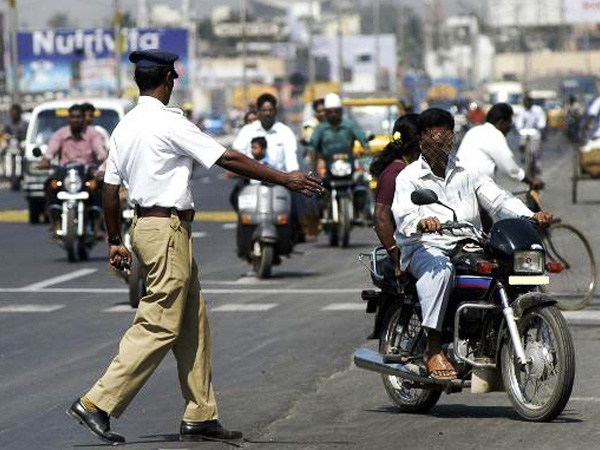 Gurgaon and Bhopal Traffic Police jointly win 'Urban Mobility India' award for the year 2015