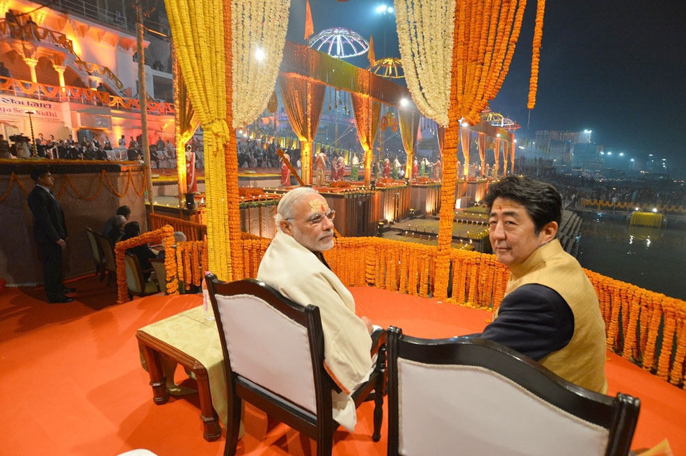 PM Modi worships the holy Ganga with Shinzo Abe in spiritual vibes of  enchanting prayers
