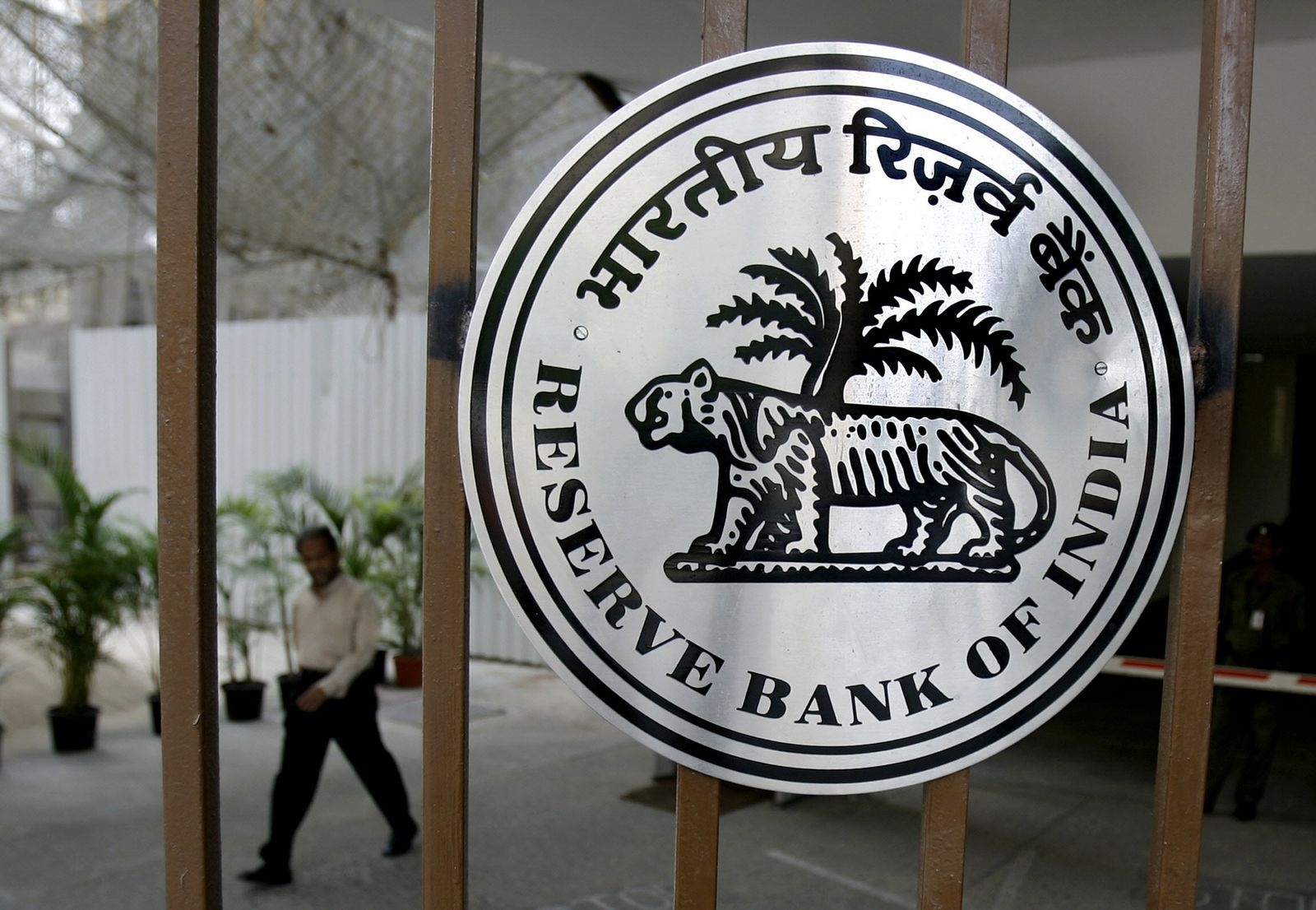 RBI begins Gold Monetisation Scheme; urges banks to fix their own interest rates on gold deposits