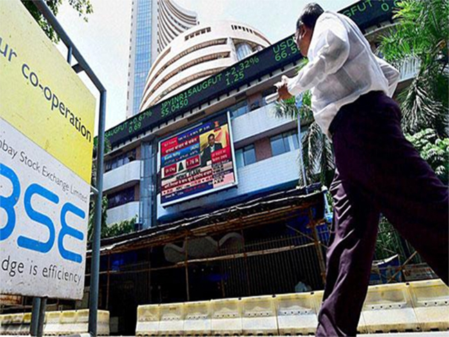 Sensex ends 123 points up, Nifty above 7,700 on hopes of better monsoon
