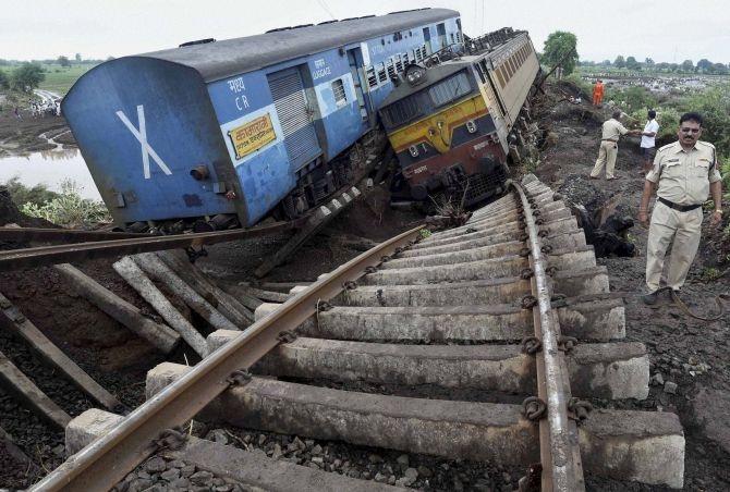 अब रेल दुर्घटनाओं में हताहत हुये लोगो को मिलेगी दोगुनी मुआवजा राशि