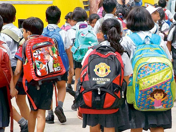 Bombay High Court asks Maharashtra govt to issue circular on weight of school bags