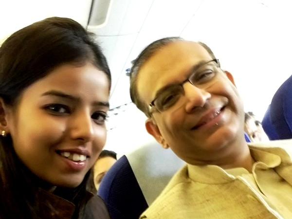 """Union Minister 4 a commoner"" tweets a girl who witnessed modesty in Jayant Sinha"
