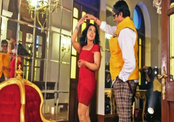 Maharashtra CM's wife Amruta Fadnavis to share stage with Amitabh Bachchan in a music video