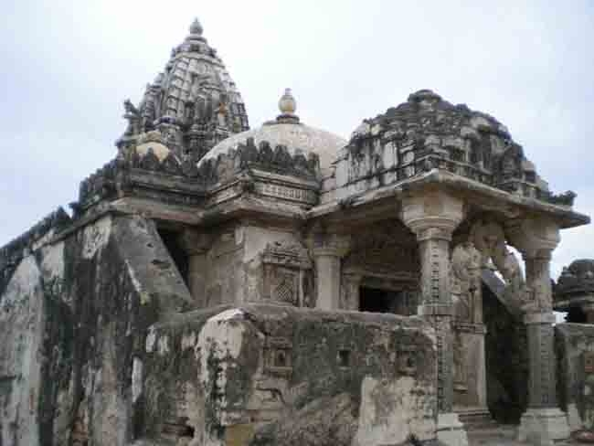 Demolition of historic Jain temple evokes sharp protest in Pakistan