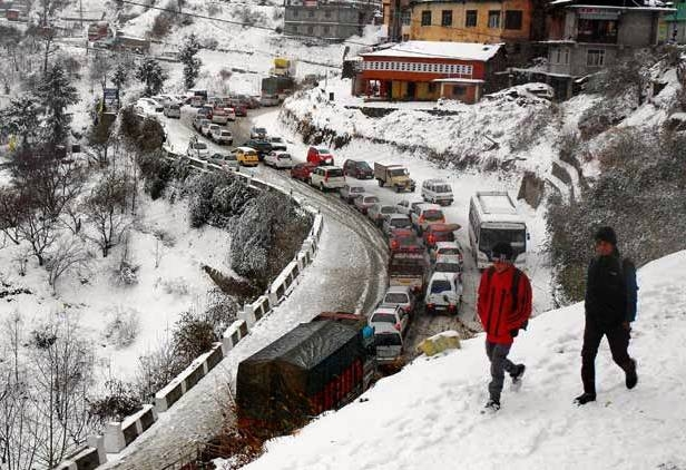 Heavy snowfall, freezing cold conditions  throw normal life out of gear in Northern regions of India
