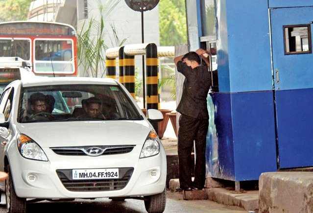 Paytm joined their hands with NHAI to boost digital payments at toll booths