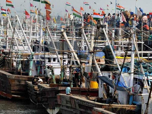 Pakistani Marine Security Agency captures 5 Indian boats and 30 fishermen off  Gujarat coast
