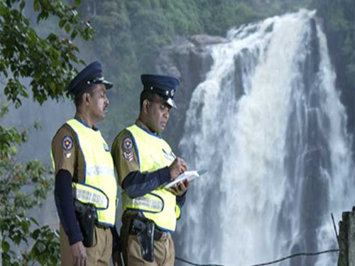 Sri Lankan police arrests 12 Indians for abusing visa conditions; engaged in trade on tourist visa