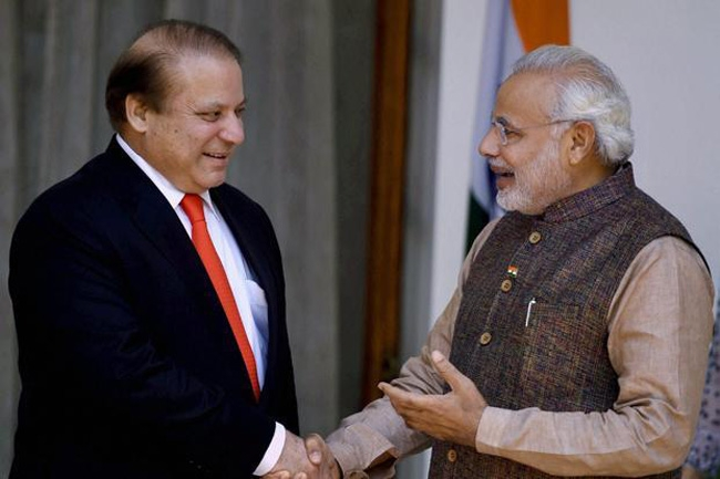 Modi greets Nawaz on Pakistan Day, vows to resolve disputes