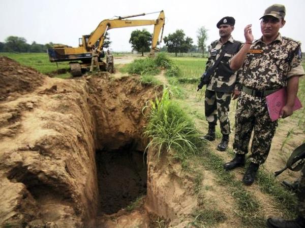 जम्मूः आरएसपुरा में 30 मीटर लंबी सुरंग मिली, घुसपैठ की कोशिश हुई नाकाम