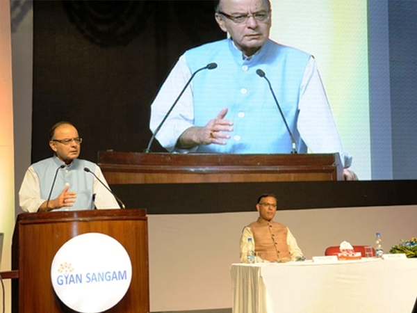Experts' group to be set to look into issues related to consolidation of public sector banks, says Jaitley