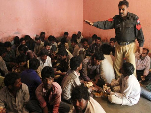 Pakistan arrests 59 Indian fishermen for poaching in its waters