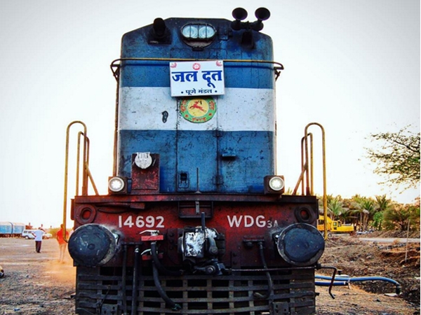 Third train 'Jaldoot 3' with 5,00,000 litres of water reaches Latur