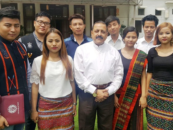 Northeast students from DU meet Jitendra; hold talks on wide range of issues of their concern