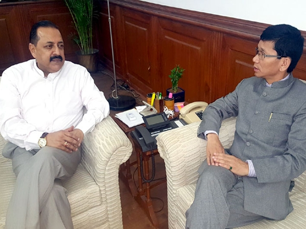 Pul discusses wide range of issues with Jitendra; aims to usher era of development in the state