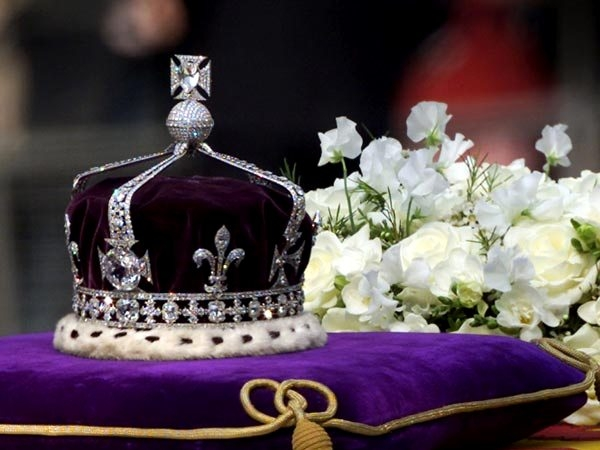 Supreme Court asks Centre to clarify its stand on a PIL seeking return of Kohinoor diamond