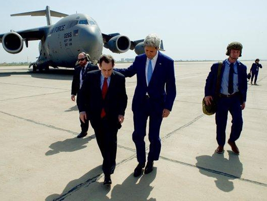 Kerry makes supportive visit to Iraq as forces attempt to retake territory from IS
