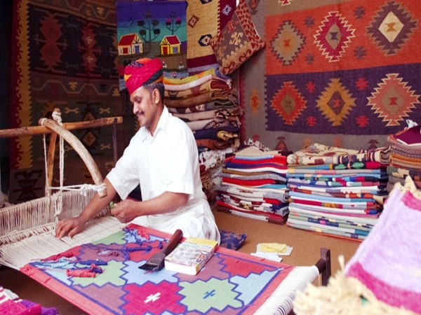 Government inks MoU with NDTV Ethnic Retail Ltd. to popularize Indian Handloom products