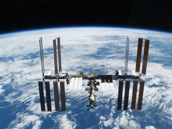 International Space Station completes 100,000th orbit of the Earth