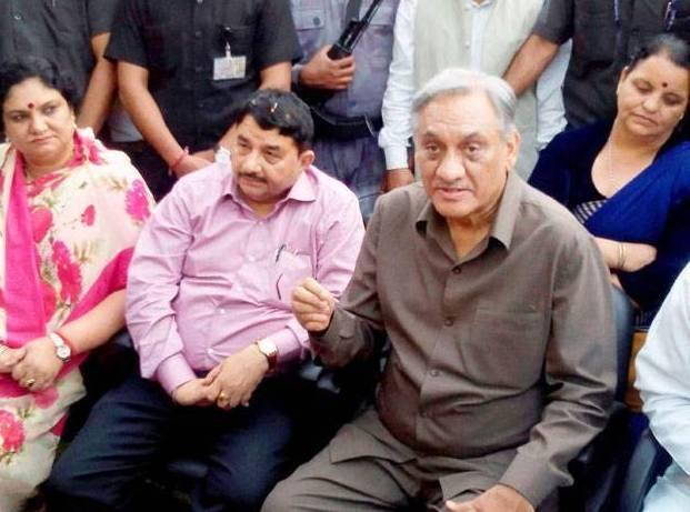 Vijay Bahuguna and eight other rebel Congress MLAs of Uttarakhand join BJP