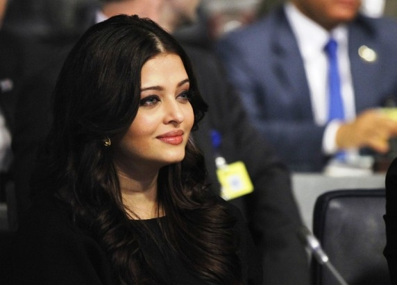 'Sarbjit' has been made keeping in mind sensitivity of the family of the Indian convict: Aishwarya