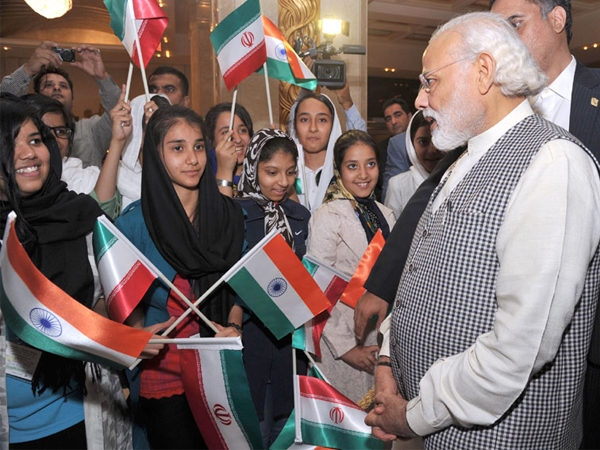 Iranian students shower their delightful greetings on PM Modi