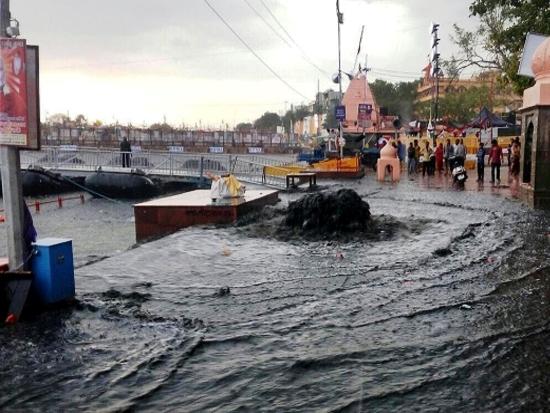 Tear jerking thunderstorm kills 6, injures 40 at Simhastha Kumbha Mela
