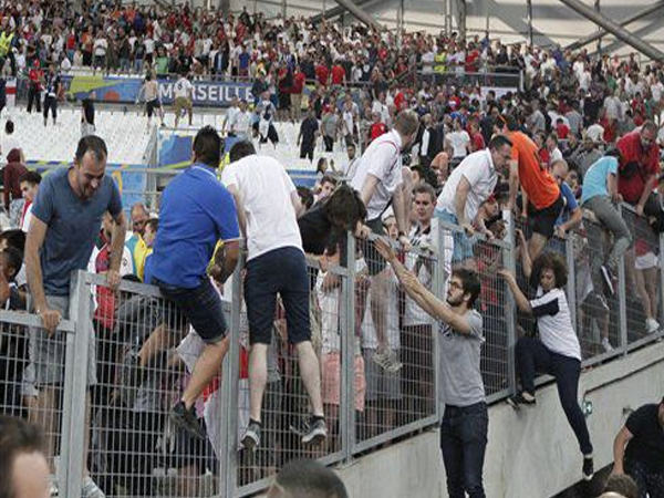 UEFA warns England, Russia that it would disqualify both from Euro 2016 if fans create nuisance