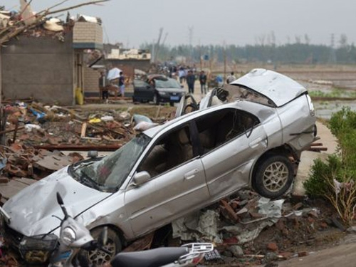Tornado hits Jingasu province in east China, more than 78 people died, 500 injured