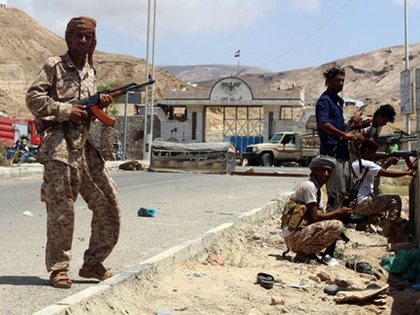 Suicide bombers kill 38 Yemeni soldiers, injure 24 others during fast in Mukalla