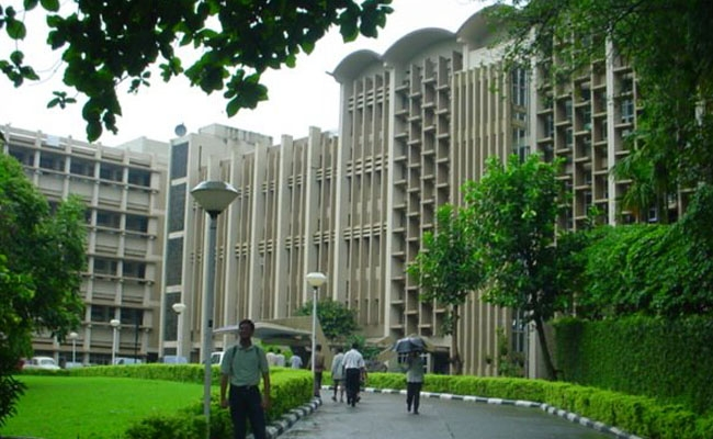 Government allows admission of foreign students into IITs from next year