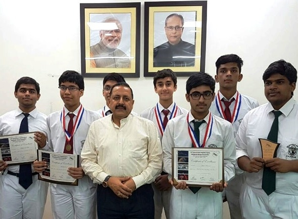 Jitendra meets student selected for NASA competition; assures all possible help from govt