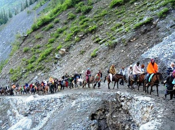 Devotees back on track to Amarnath Yatra under tight security