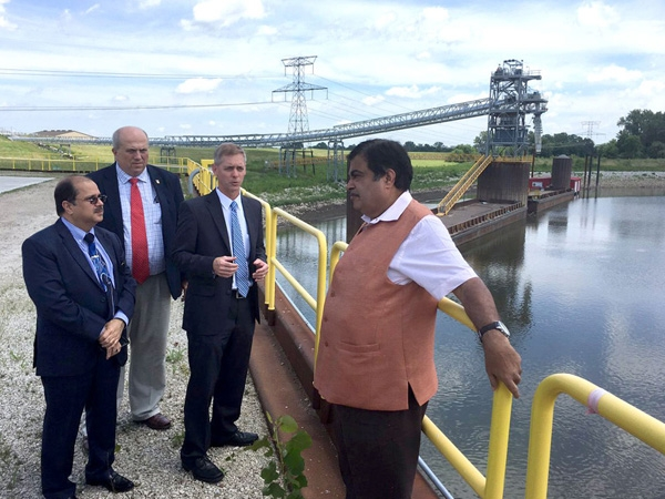 Gadkari examines Mississippi inland waterways to apply its mechanism over Indian rivers