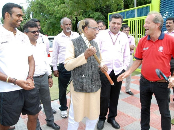 Vijay Goel reviews preparations of Olympics at Bengaluru; extend best wishes to athletes