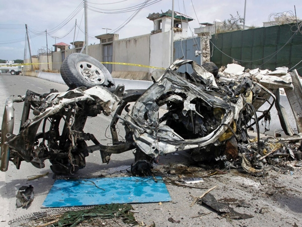 Twin car blasts in Somalia's capital kills 13 and injures 5