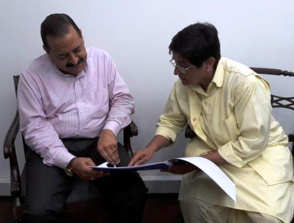 Bedi meets Jitendra; discusses administrative postings and initiatives undertaken in Puducherry