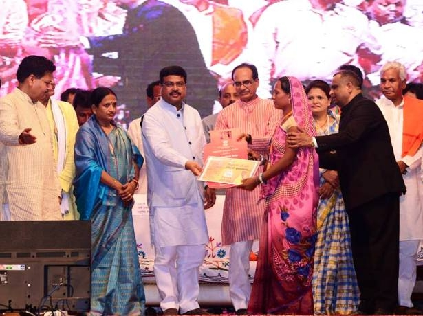 PMUY launched in Madhya Pradesh; CM Chouhan says it's a boon to women to cook without smoke