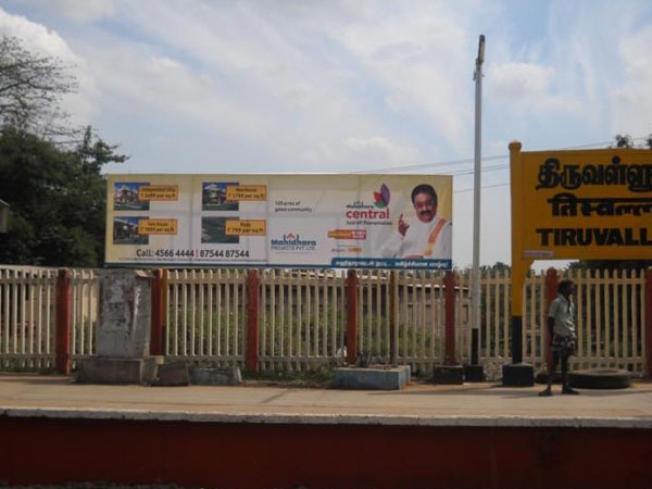 Madras HC directs removal of unauthorized hoardings in government premises, railway areas