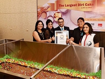 Four Indians of Bangalore firm clinch Guinness records title after making largest dirt cake