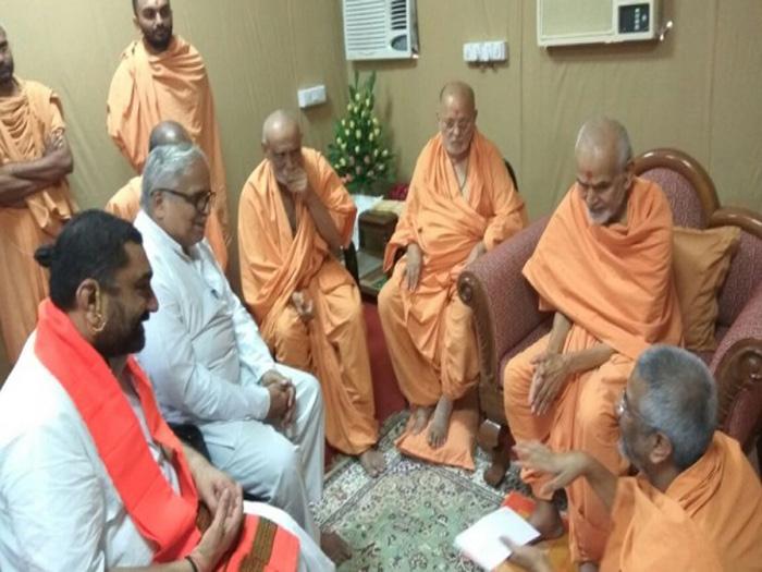 RSS Sarkaryawah Bhayyaji Joshi pays rich tributes to Pramukh Swamiji Maharaj