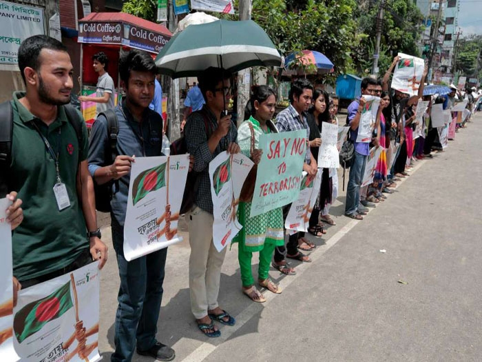 Thousands of students take to streets against terrorism