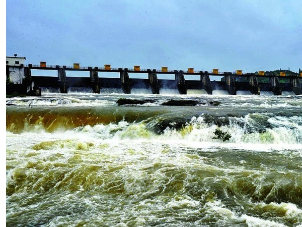 Pune receives high alert as irrigation department releases water from Khadakwasla dam