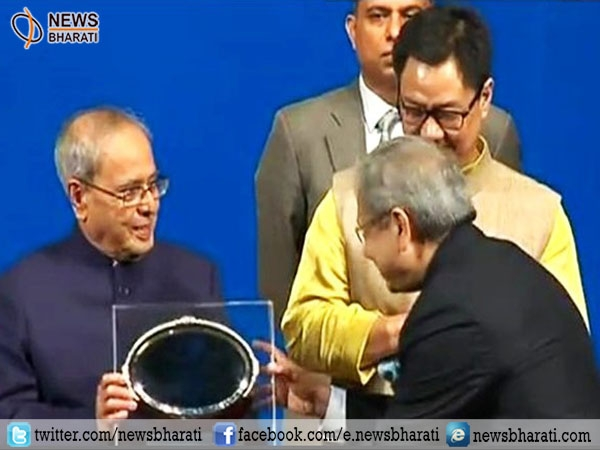 Nation celebrates Hindi diwas; Prez Mukherjee presents Rajbhasha awards